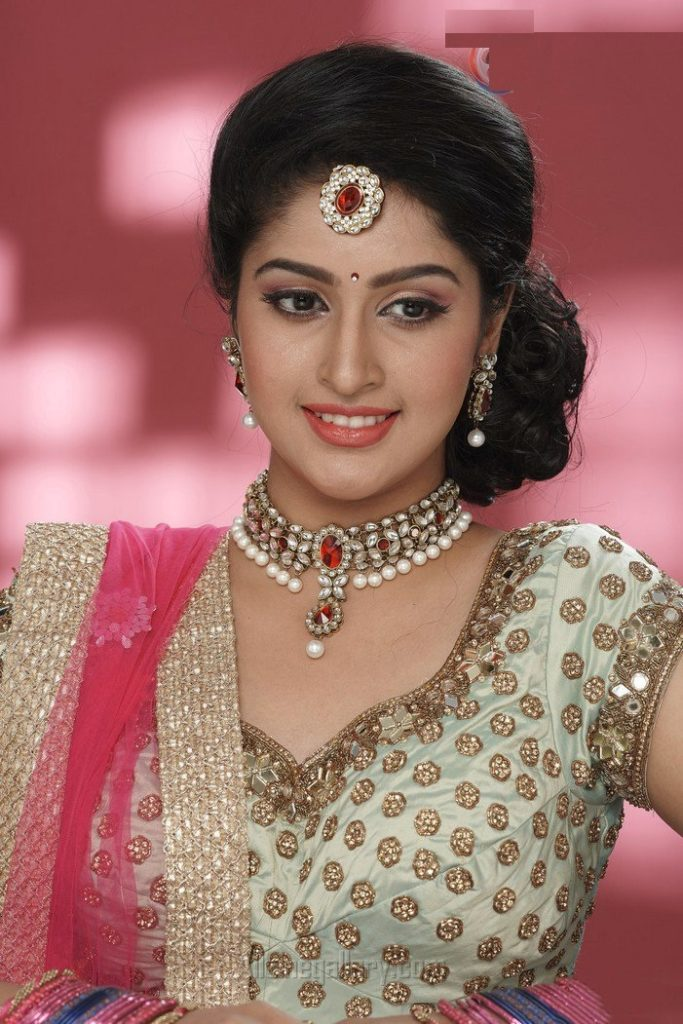 Tanya Ravichandran New Hair Style Photos