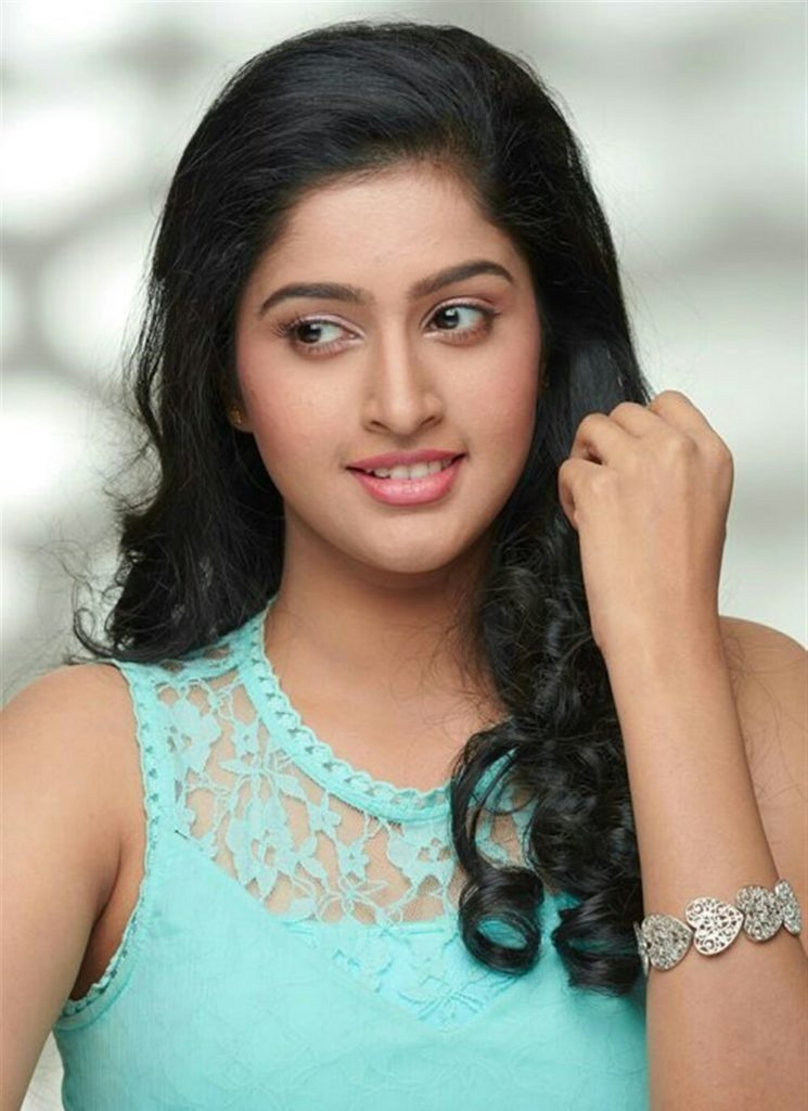 Tanya Ravichandran New Wallpapers