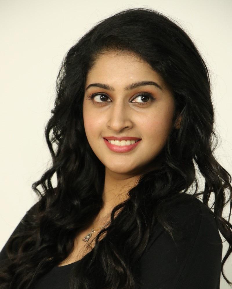 Tanya Ravichandran Sexy Eyes Photos