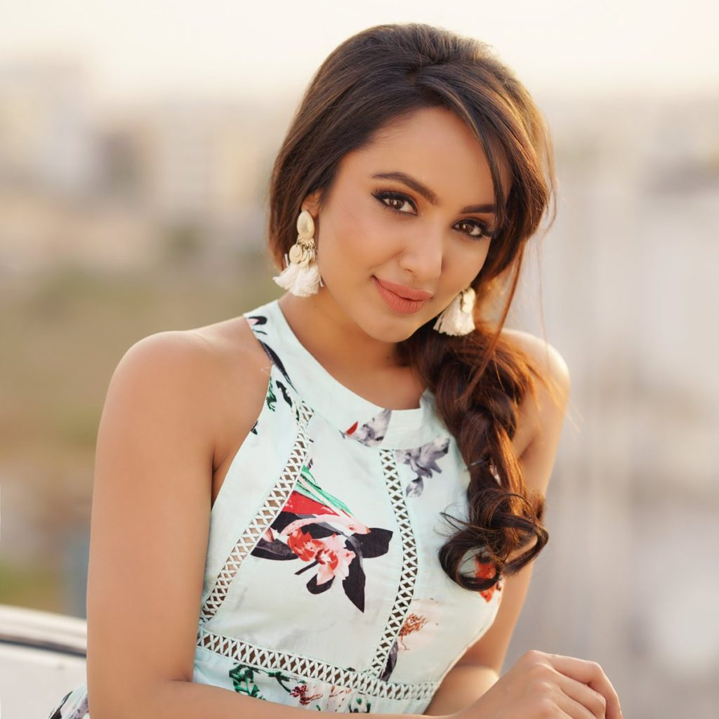 Tejaswi Madivada HD Sexy Pictures