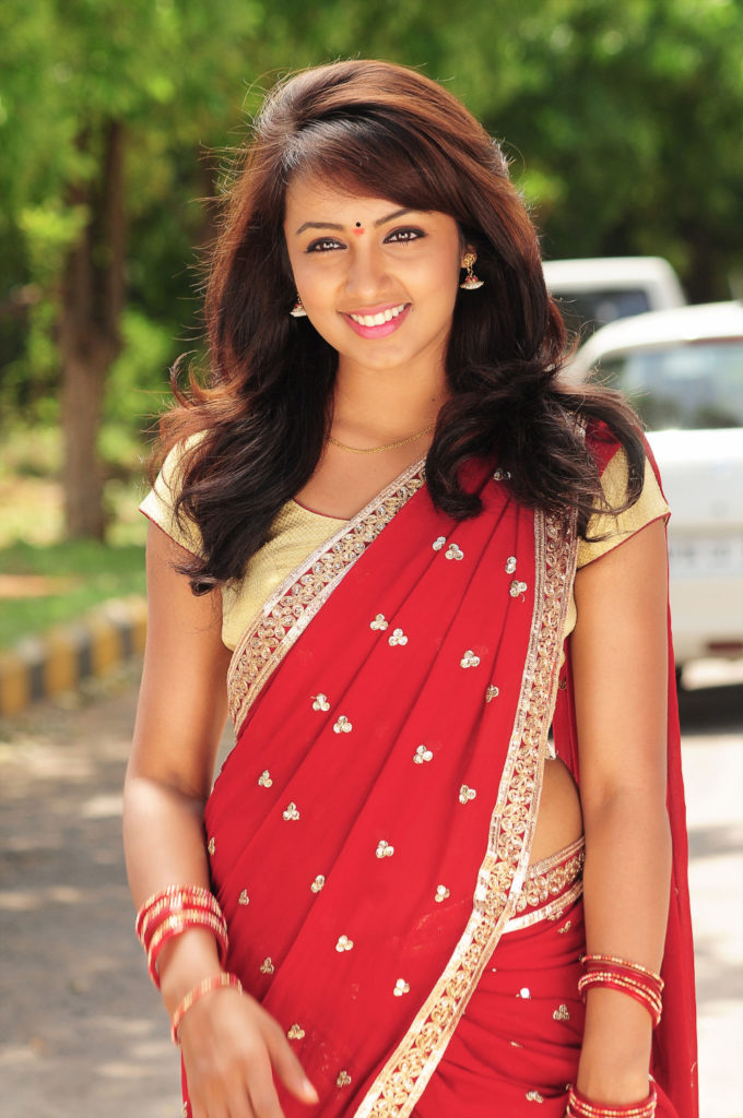 Tejaswi Madivada In Saree Photos Download