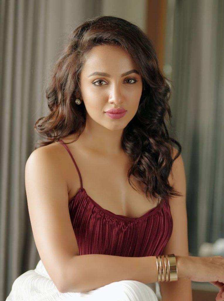 Tejaswi Madivada New Pictures Download