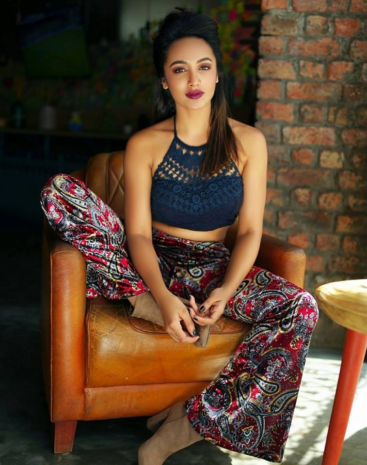 Tejaswi Madivada Sexy Pictures