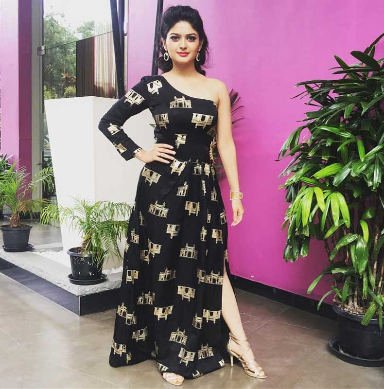Vaibhavi Shandilya HD Sexy Pics Pics