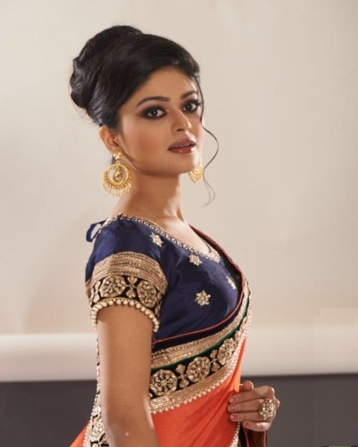 Vaibhavi Shandilya In Backless Saree Photos
