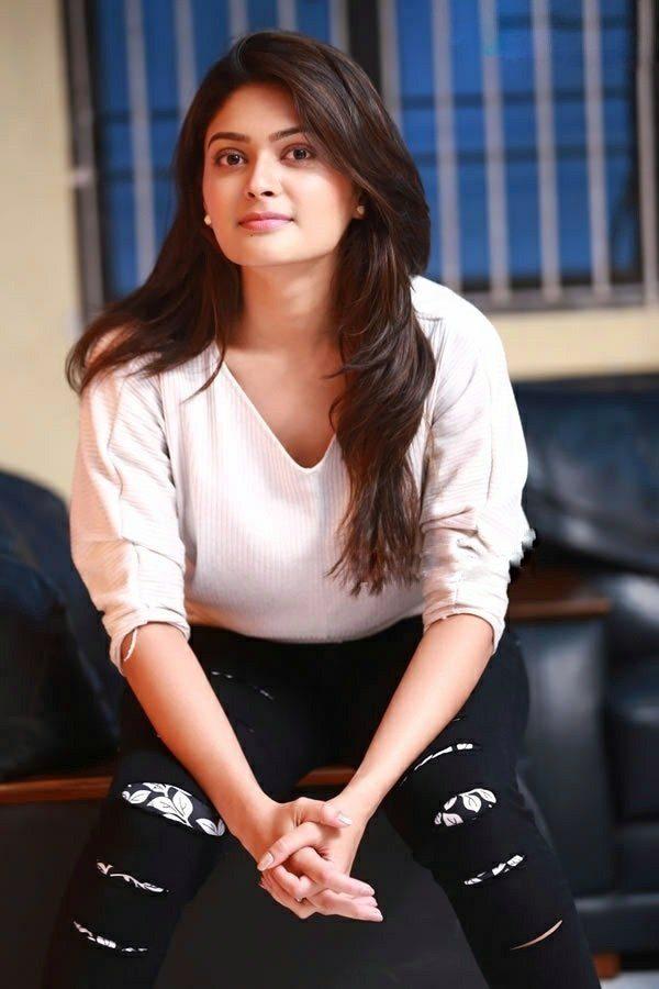 Vaibhavi Shandilya In Short Jeans Photos