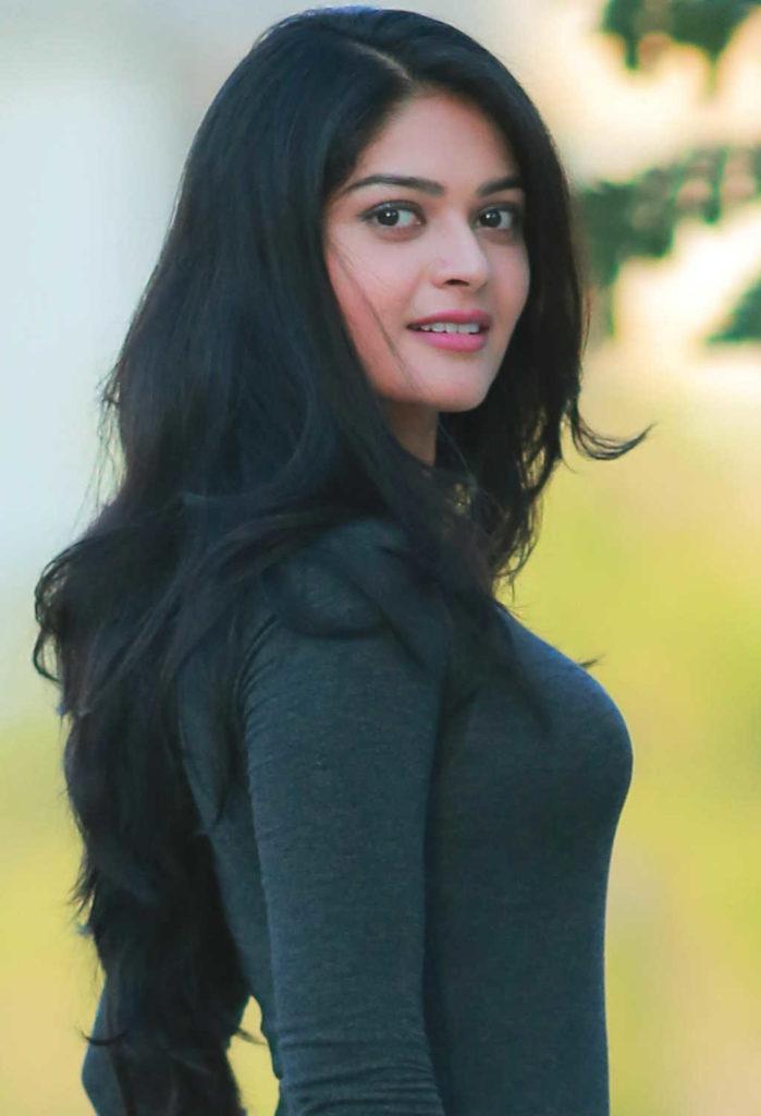 Vaibhavi Shandilya New Stylish Photos