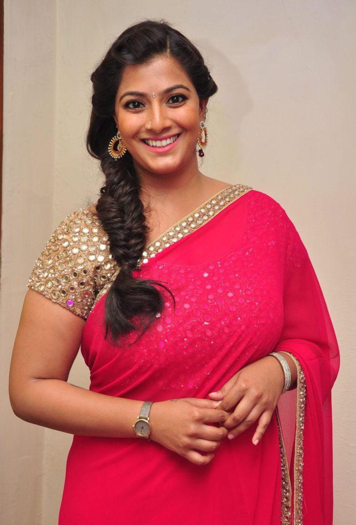 Varalakshmi In Saree Photos