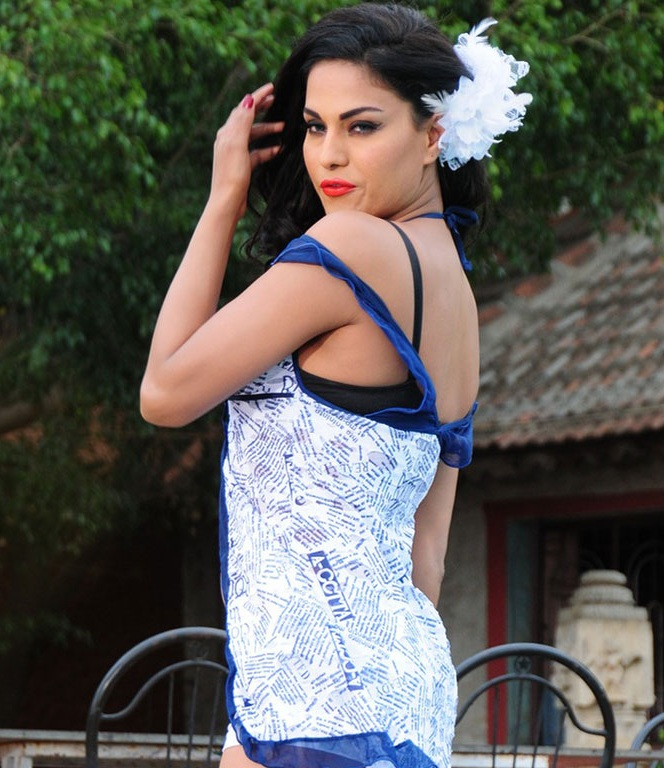 Veena Malik In Shorts Bold Photos