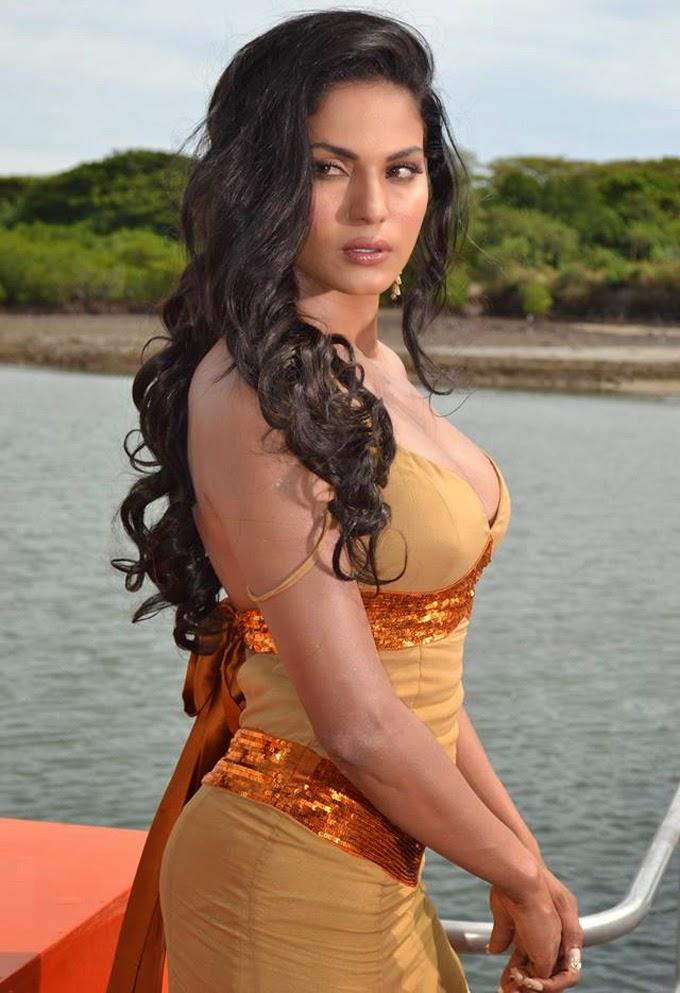 Veena Malik Navel Pics Gallery