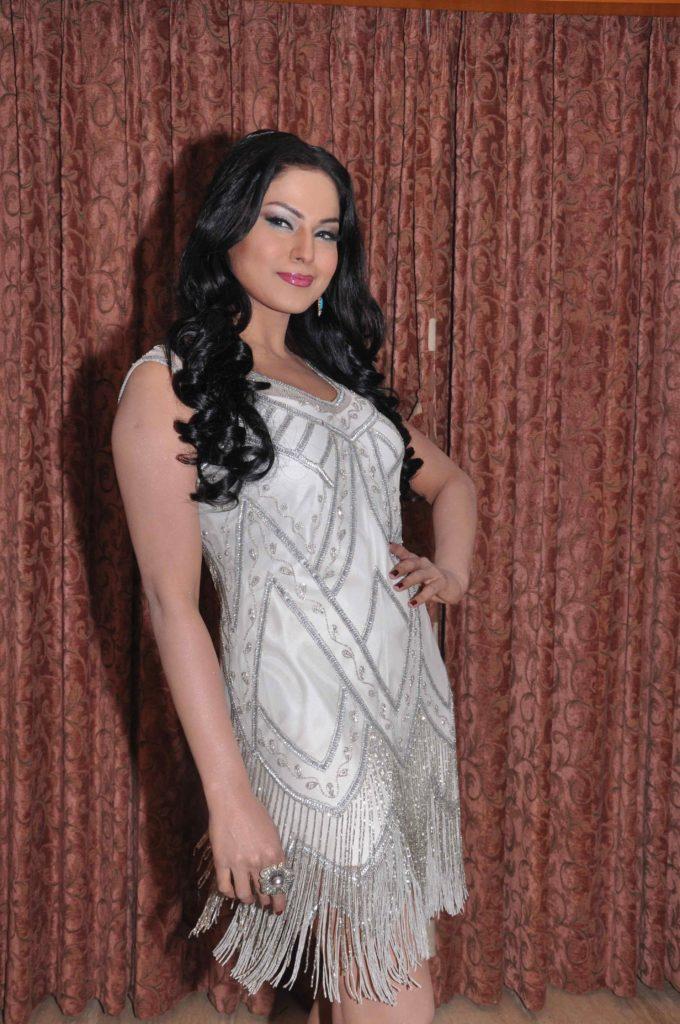 Veena Malik Sexy Legs Photos