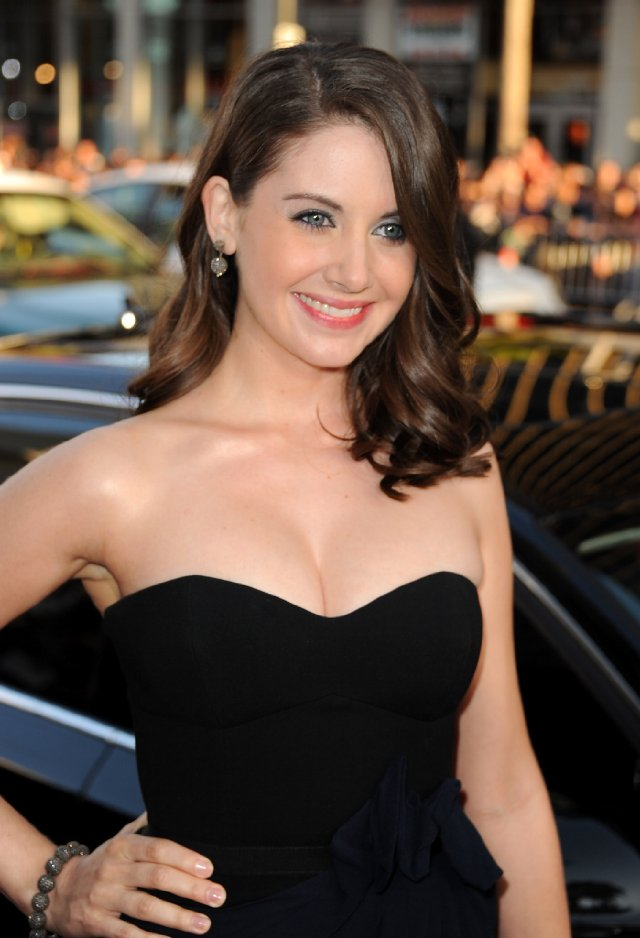 Alison Brie Leaked Images