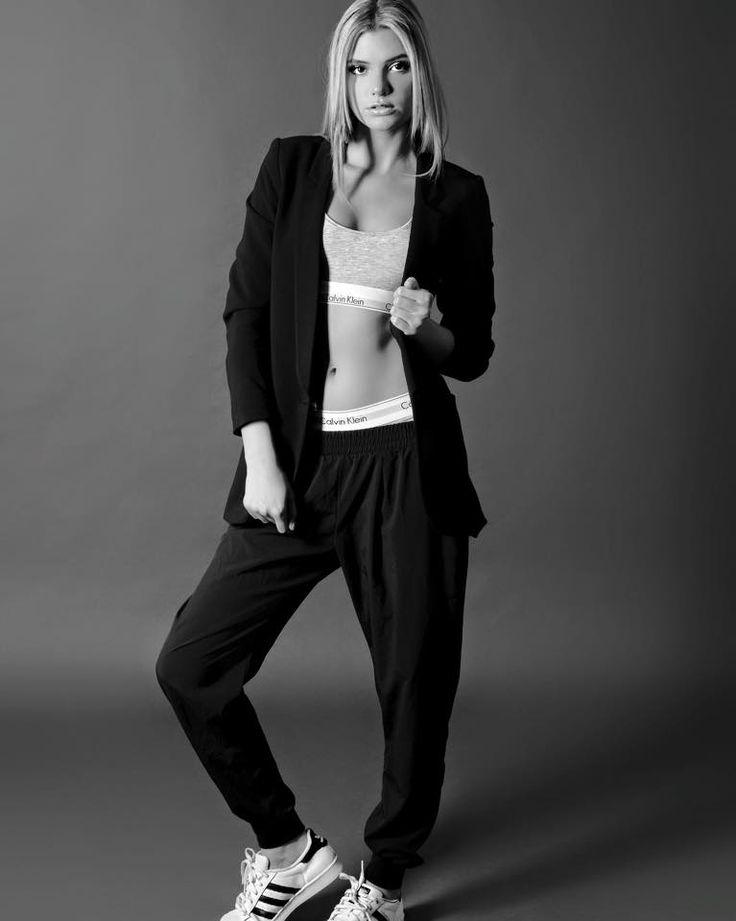 Alissa Violet Leggings Images