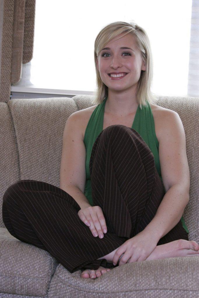 Allison Mack Leggings Images