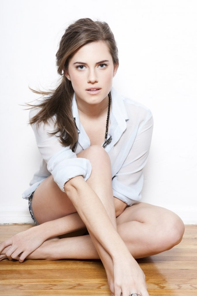 Allison Williams Bikini Pics
