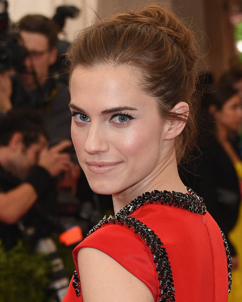 Allison Williams Bra Cleavage Wallpapers