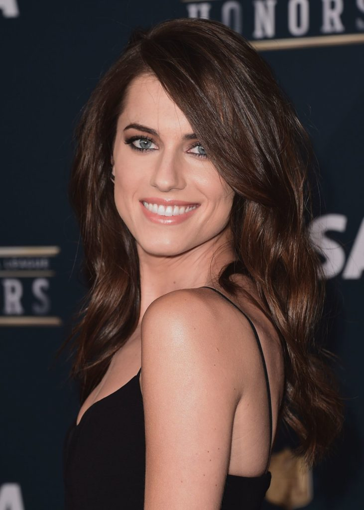 Allison Williams Smile Face Pictures
