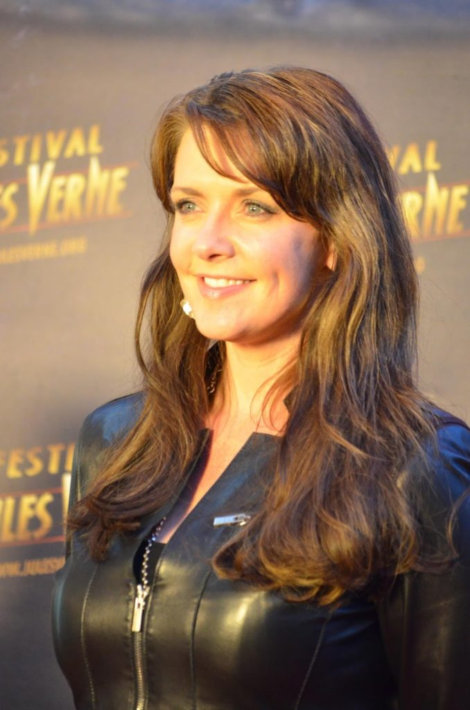 Amanda Tapping Cute Smile Wallpapers