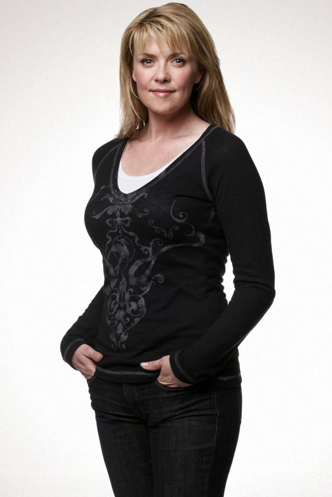 Amanda Tapping Jeans Photos