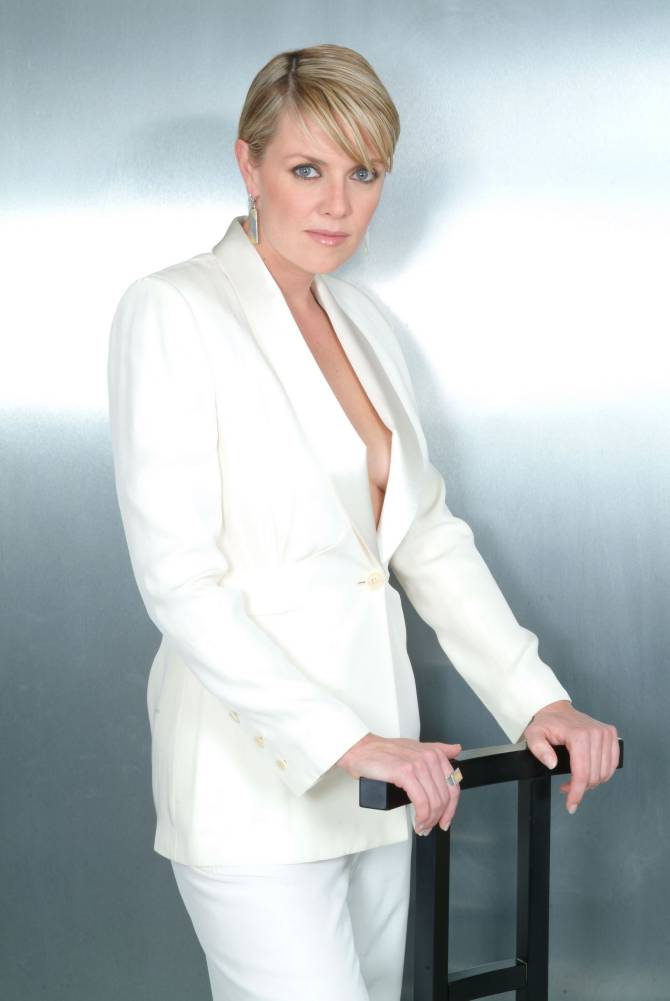 Amanda Tapping Leaked Photos