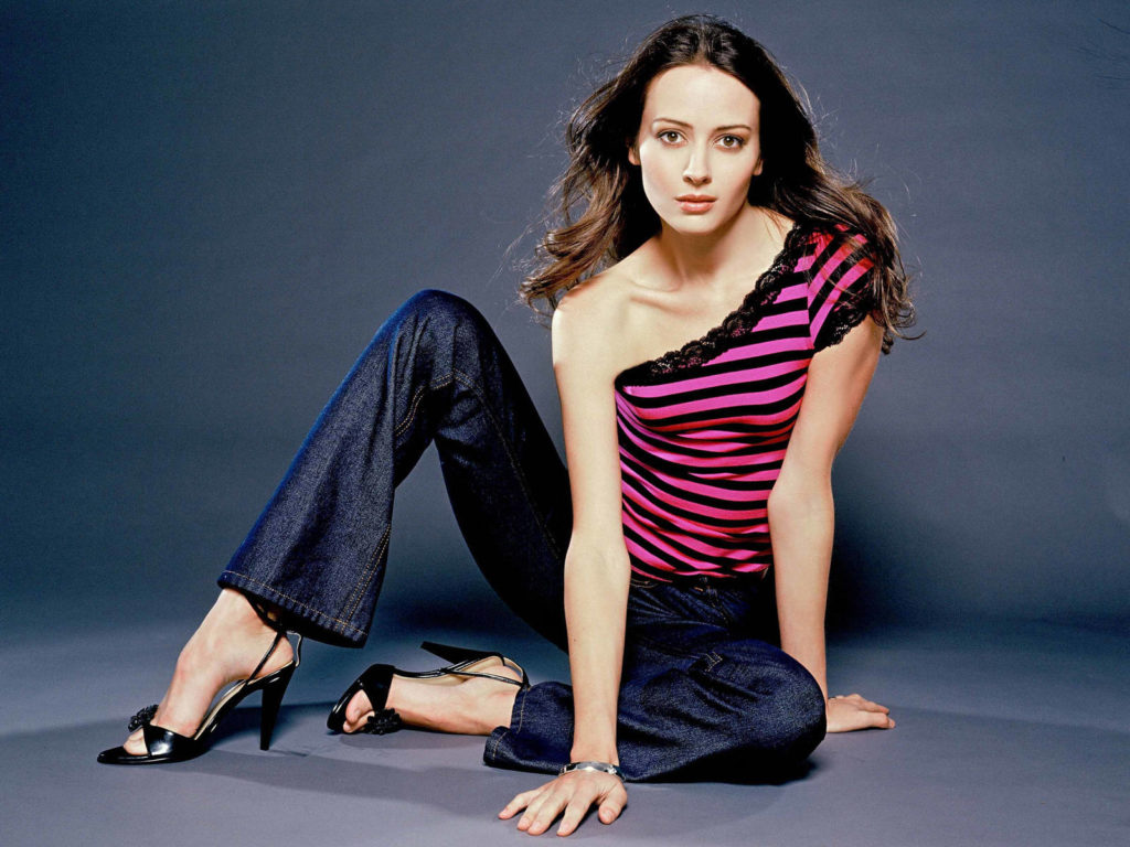 Amy Acker Sexy Pictures
