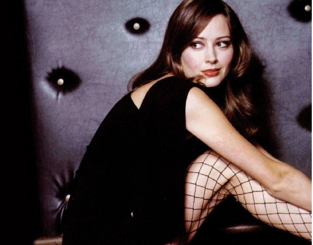Amy Acker Thighs Photos