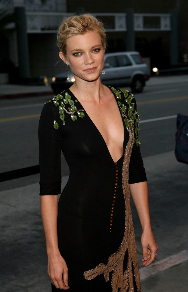 Amy Smart Braless Images
