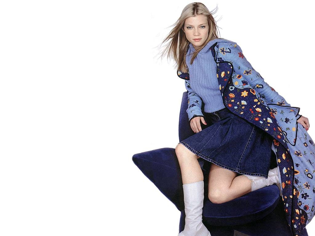 Amy Smart Undergarments Pics