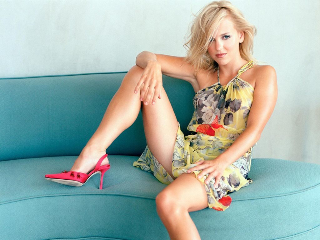 Anna Faris Bikini Wallpapers