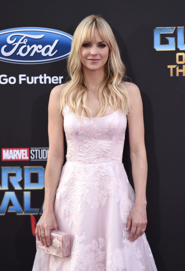 Anna Faris Gown Wallpapers