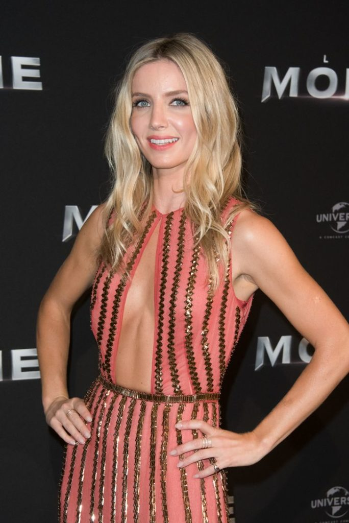Annabelle Wallis Braless Images
