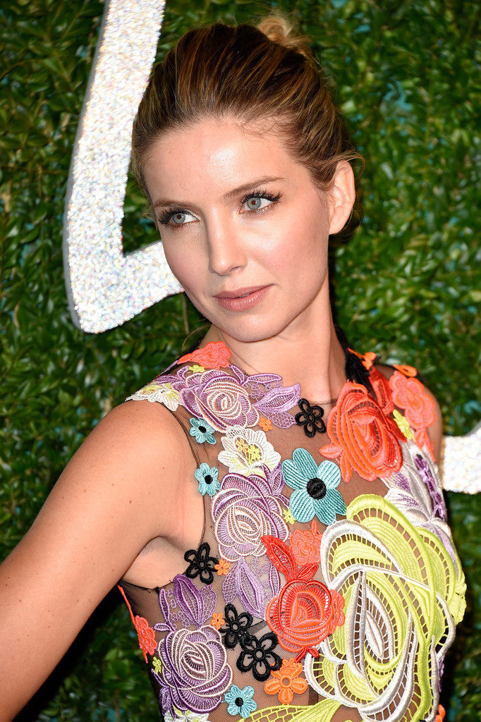 Annabelle Wallis Hot Photos