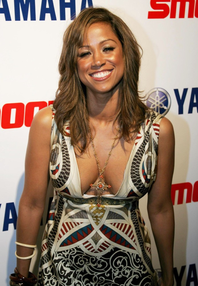 Stacey Dash Bra Cleavage Pics