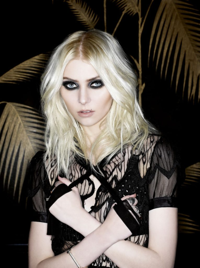 Taylor Momsen Sexy Pictures