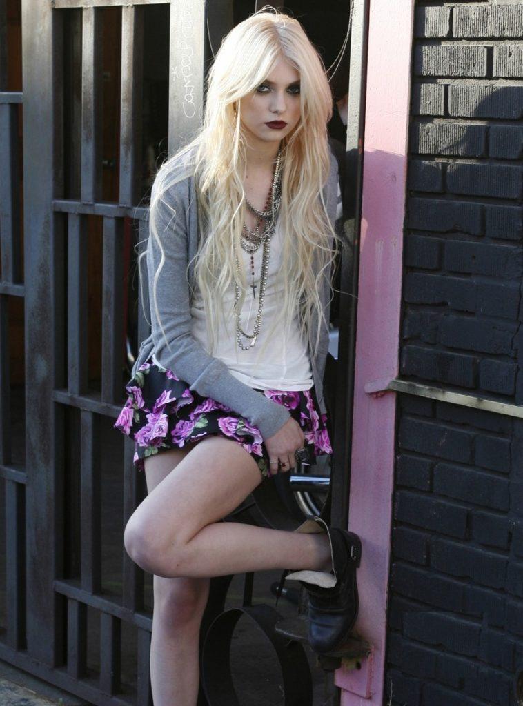 Taylor Momsen Shorts Images
