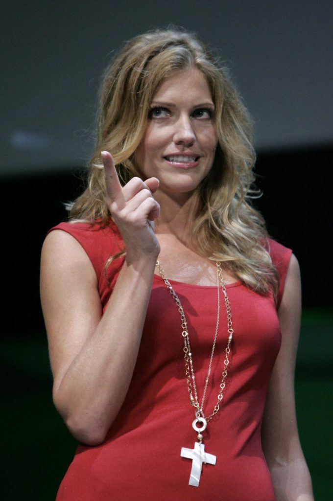 Tricia Helfer Images Gallery