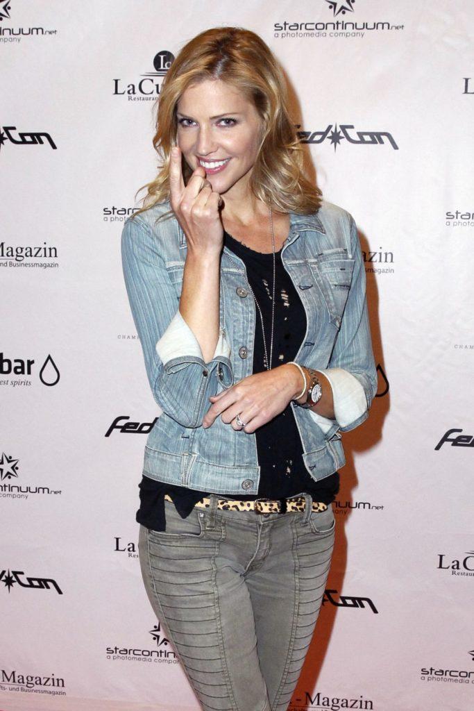 Tricia Helfer Jeans Photos