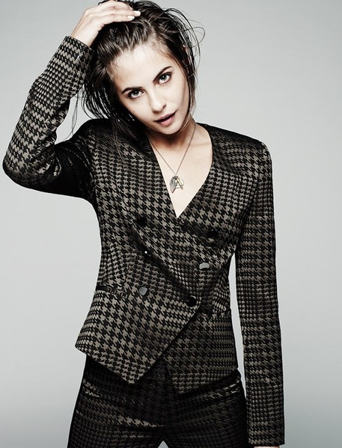 Willa Holland Pictures