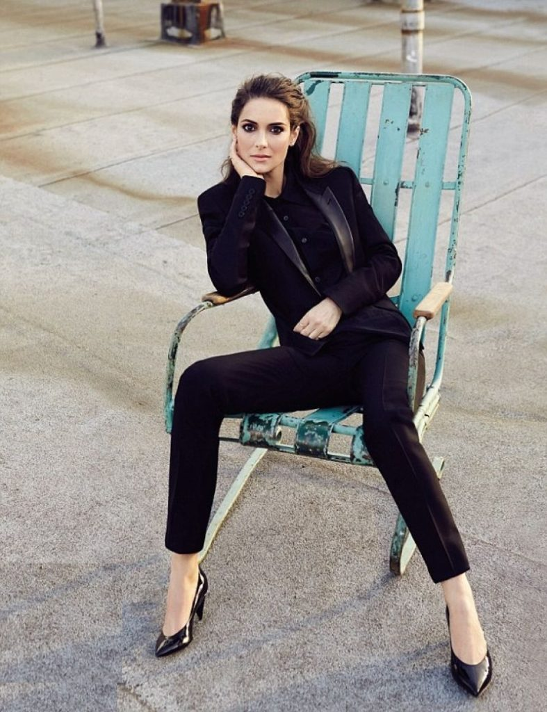 Winona Ryder Legs Images