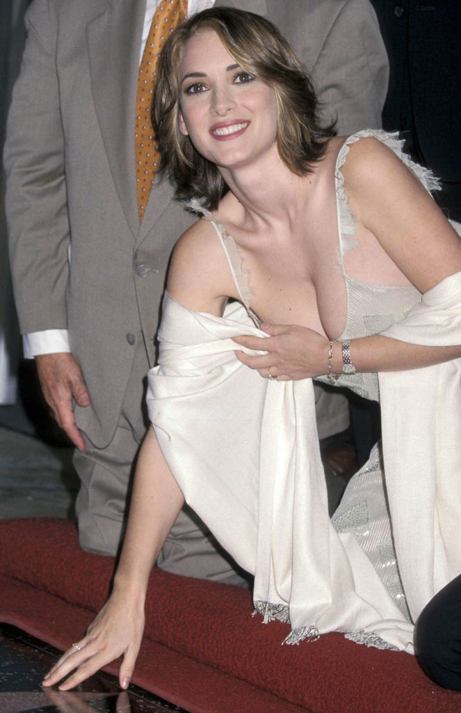 Winona Ryder Hot Topless Sexy Bikini Feet Pictures Young Age Short Hair