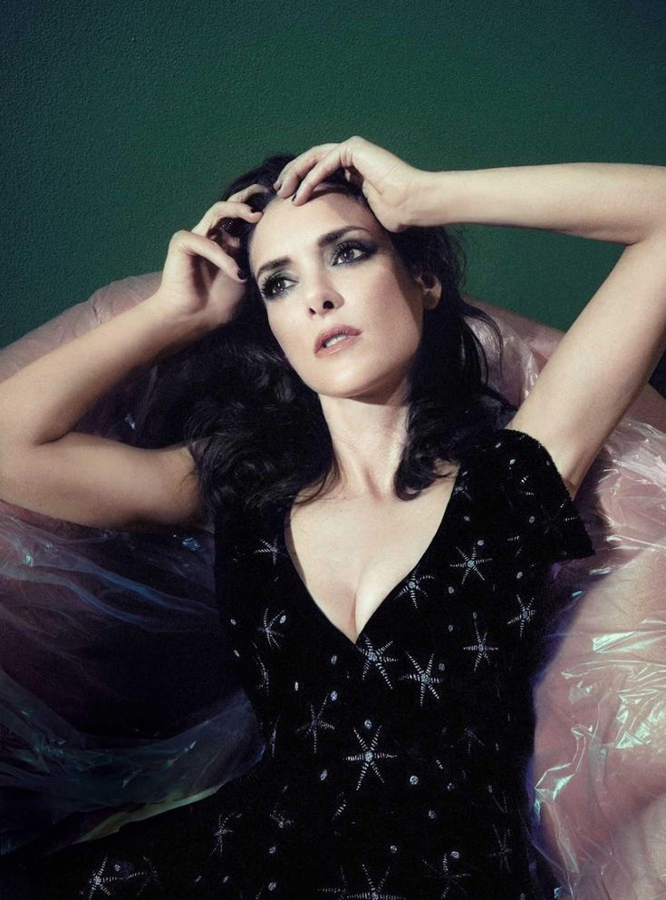 Winona Ryder Sexy Wallpapers