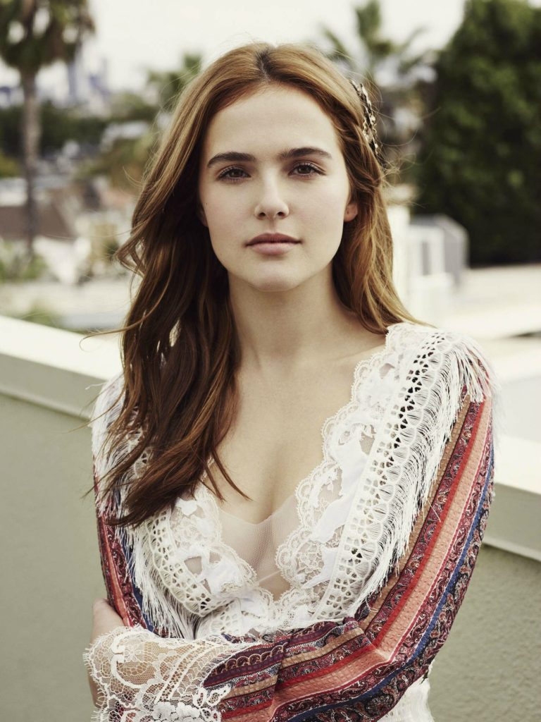 Zoey Deutch Braless Pictures