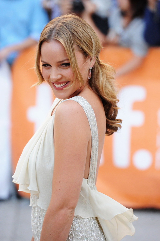 Abbie-Cornish-Backless-Images
