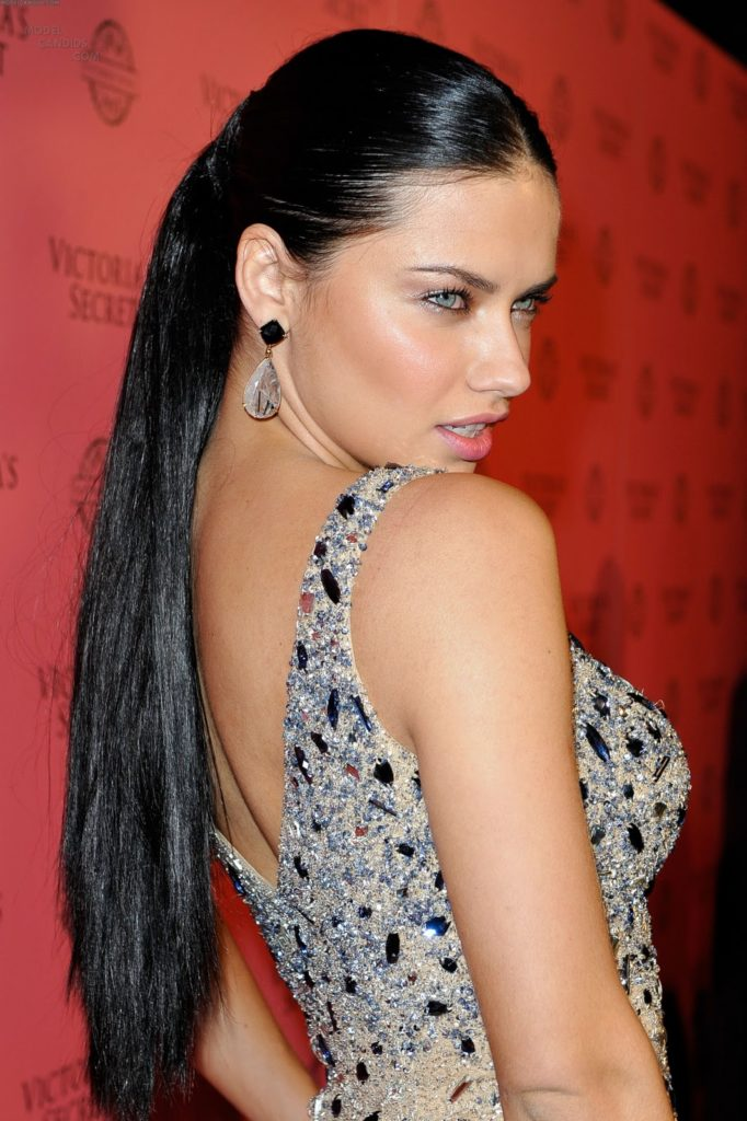 Adriana-Lima-Backless-Pictures