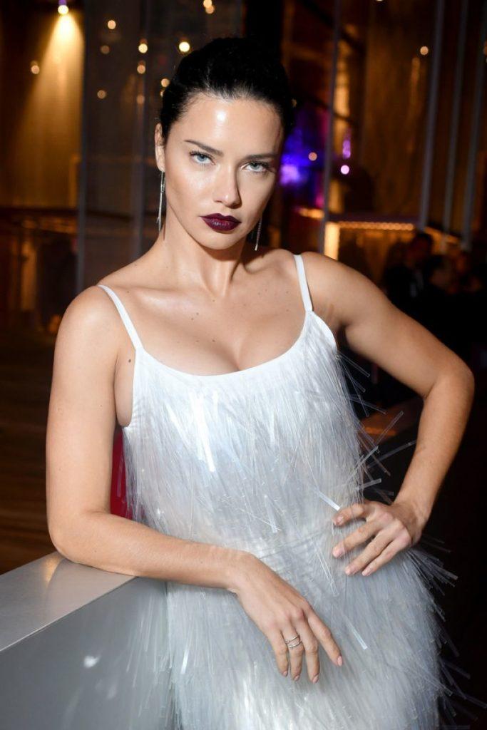 Adriana-Lima-Bold-Images