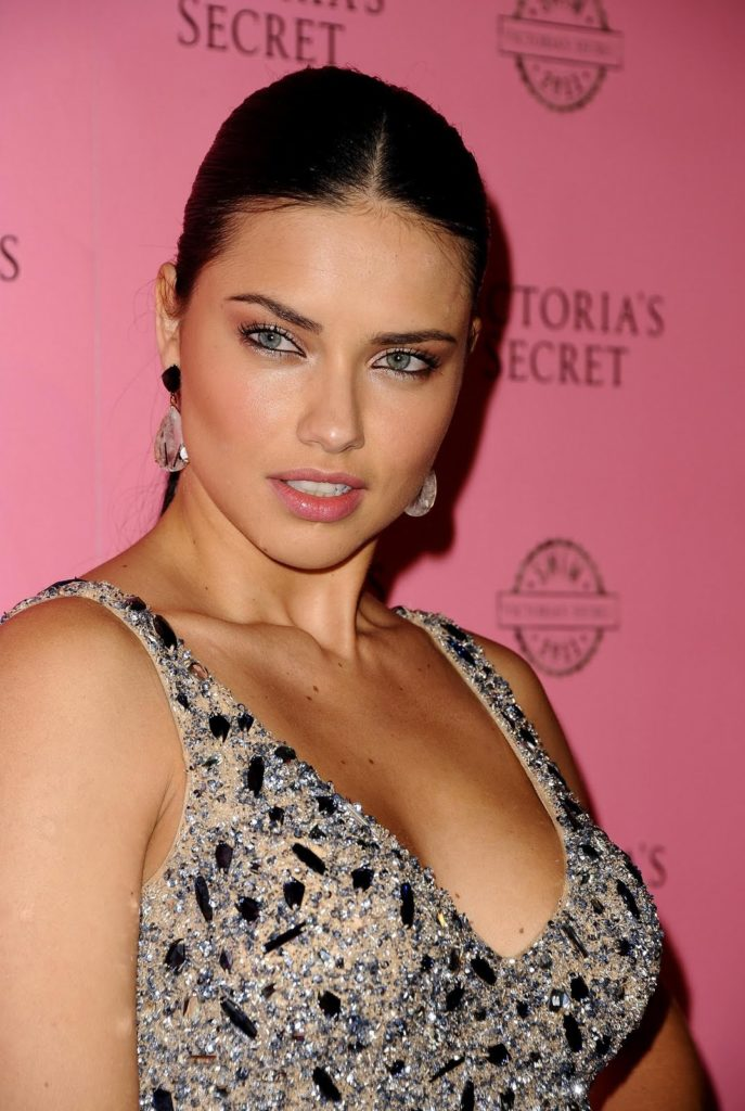 Adriana-Lima-Braless-Wallpapers