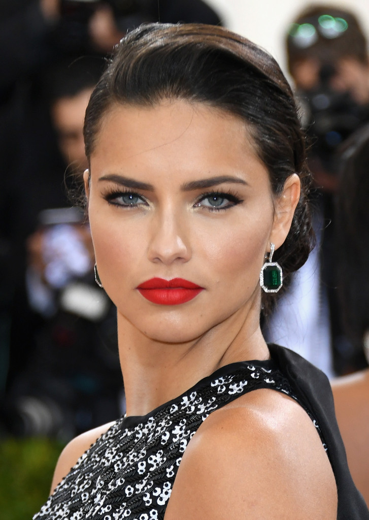 Adriana-Lima-Sexy-Eyes-Photos