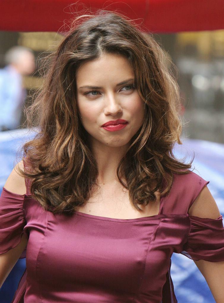 Adriana-Lima-Sexy-Lips-Pics