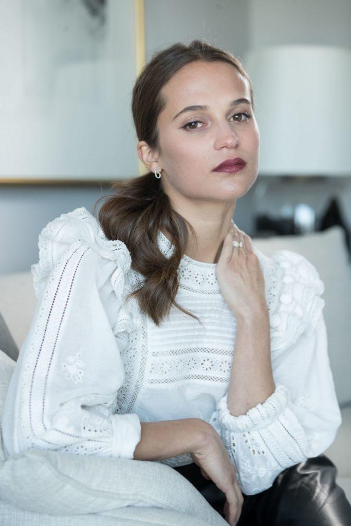 Alicia-Vikander-Makeup-Pics