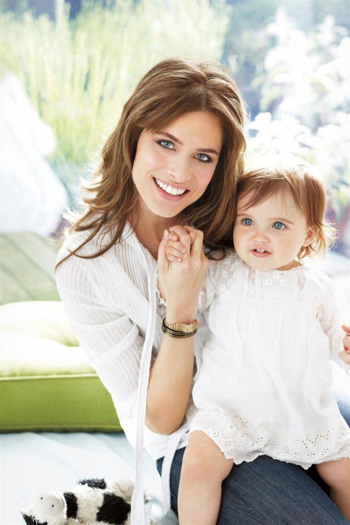 Amanda-Peet-With-Baby-Pics